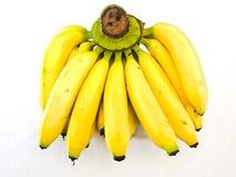在白色背景成熟香蕉隔绝的一束 免版税图库摄影
