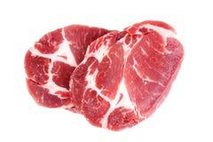 在白色背景隔绝的新鲜的粗暴猪肉脖子肉牛排 免版税库存图片