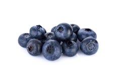 在白色背景隔绝的新鲜的蓝莓 图库摄影