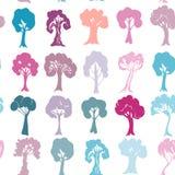 在白色背景隔绝的无缝的样式套紫罗兰色紫色蓝色桃红色树剪影 向量 皇族释放例证