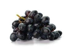 在白色背景隔绝的束深红葡萄 免版税库存图片