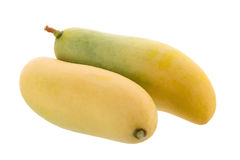 在白色背景隔绝的束甜黄色芒果果子 免版税库存图片