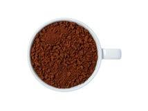 在白色背景隔绝的杯子的特写镜头速溶咖啡 免版税图库摄影