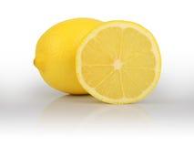 在白色背景隔绝的柠檬切片 图库摄影