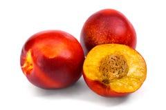 在白色背景隔绝的桃子油桃 免版税库存照片