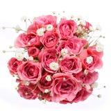在白色背景隔绝的桃红色玫瑰花束。新娘 免版税库存照片