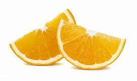 在白色背景隔绝的橙色四分之一切片水平 免版税库存照片