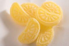在白色背景隔绝的橙色糖果 库存图片