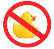 在白色背景隔绝的游泳的橡胶鸭子黄色玩具,标志 免版税图库摄影