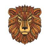 在白色背景隔绝的狮子头 与种族样式的手拉的传染媒介例证 库存图片