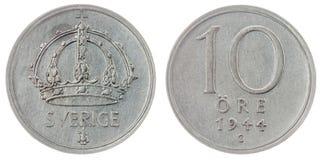 10在白色背景隔绝的矿石1944硬币,瑞典 免版税库存照片