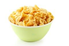 在白色背景隔绝的碗玉米片 免版税库存照片
