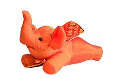 在白色背景隔绝的礼物的橙色大象丝绸 库存照片