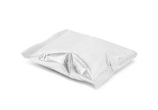 在白色背景隔绝的空白的包装的箔快餐囊 免版税库存图片