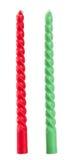 在白色背景隔绝的红色和绿色蜡烛 免版税库存图片