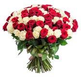 101在白色背景隔绝的红色白色玫瑰花束 免版税库存图片