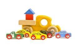 在白色背景隔绝的老减速火箭的玩具汽车 免版税库存图片