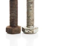 在白色背景隔绝的老生锈的螺栓 免版税库存照片