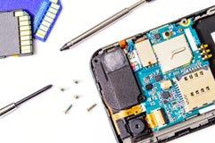 聪明的电话修理。 图库摄影