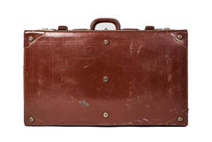 在白色背景隔绝的葡萄酒皮革行李 免版税库存照片