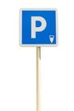 在白色背景隔绝的蓝色停车处标志 库存照片