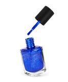 在白色背景隔绝的蓝色指甲油 免版税库存照片