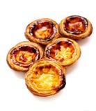 在白色背景隔绝的蛋馅饼 典型的portugue堆  免版税库存图片