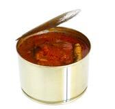 在白色背景隔绝的西红柿酱的罐装鱼西鲱 库存照片