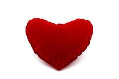 在白色背景隔绝的软的红色长毛绒心脏 库存照片