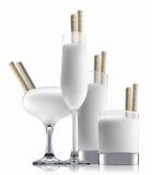 在白色背景隔绝的酒精鸡尾酒 免版税库存图片
