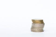 在白色背景隔绝的金钱被堆积的欧洲硬币 免版税库存图片