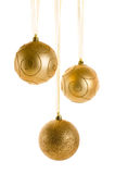 在白色背景隔绝的金黄圣诞节装饰品 免版税库存照片