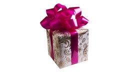 在白色背景隔绝的金黄礼物盒 免版税库存图片