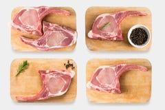 在白色背景隔绝的顶视图未加工的带骨的猪排剁牛排集合 库存照片