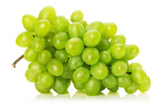 在白色背景隔绝的鲜美绿色葡萄 免版税库存图片
