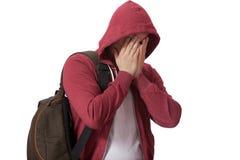 在白色背景隔绝的年轻哀伤的十几岁的男孩 免版税库存图片