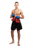 在白色背景隔绝的年轻拳击手人 免版税库存图片