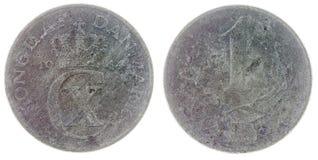 在白色背景隔绝的1枚矿石1944硬币,丹麦 库存图片