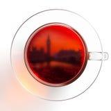 在白色背景隔绝的玻璃茶 库存图片