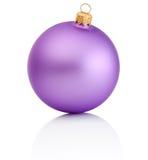 在白色背景隔绝的紫色圣诞节球 库存照片