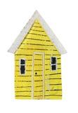 在白色背景隔绝的黄色玩具葡萄酒样式房子模型 免版税库存图片