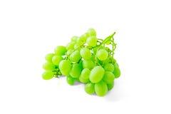 在白色背景隔绝的绿色葡萄分支 库存图片
