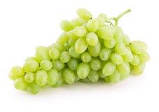 在白色背景隔绝的绿色葡萄 免版税库存图片