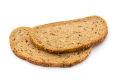 在白色背景隔绝的黑麦面包切片 免版税图库摄影