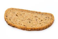 在白色背景隔绝的黑麦面包切片 库存图片