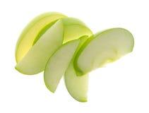 在白色背景顶视图的绿色苹果切片 库存图片