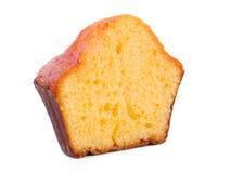 在白色背景香草杯形蛋糕隔绝的一半 库存照片