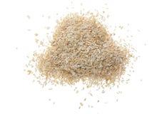 在白色背景麦麸隔绝的堆 顶视图 平的位置 库存照片