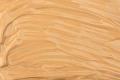 在白色背景,裁减路线的被抹上的面孔构成液体基础平原样品包括 免版税图库摄影