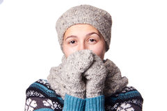 在白色背景, copyspace的年轻美丽的女孩冬天画象 免版税图库摄影